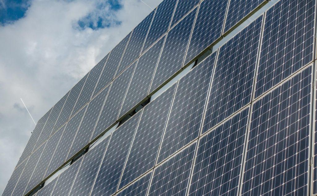 a1_solar-tarol a kétoldali érintkezésű napelem